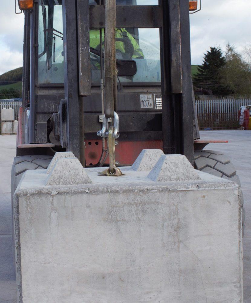 2.5t lifting eye on our interlocking concrete blocks
